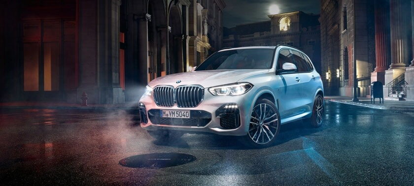 2019-bmw-x5-front-angle-city-driving_1.jpg