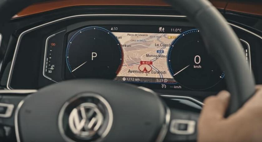 volkswagen polo active inforamation display